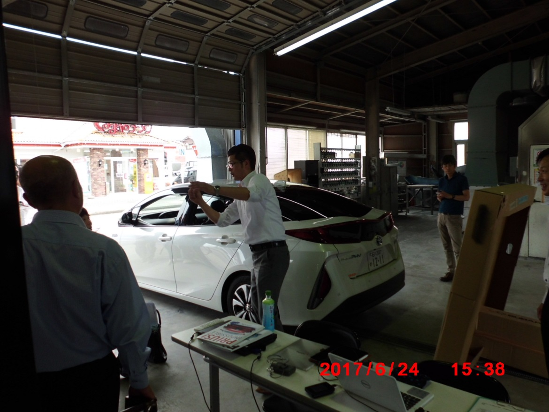 実例をもとに先進運転支援システム搭載車の修理について説明する ㈱ヤマモト自工 山本氏