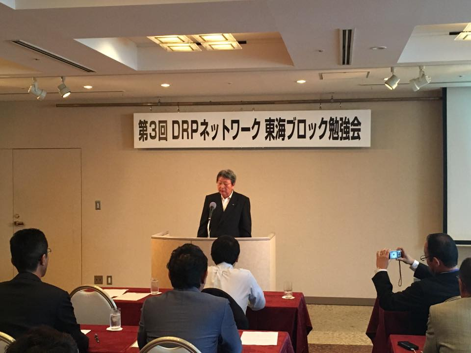 挨拶をするDRPネットワーク(株) 津島会長兼CEO